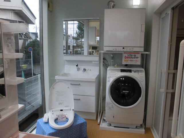 ガス衣類乾燥機、洗面台、トイレなども展示、住まいのお困りごとは何でもご相談ください